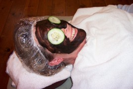 Woman getting a spa facial