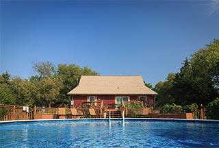 Family Reunion in Kansas pool