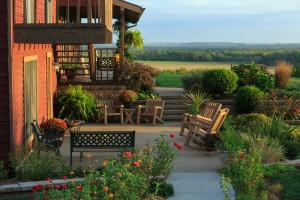 The patio at Cedar Crest Lodge