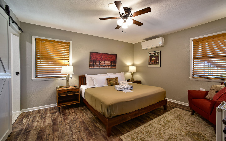 Pleasanton, KS Bed and Breakfast- Autumn Room