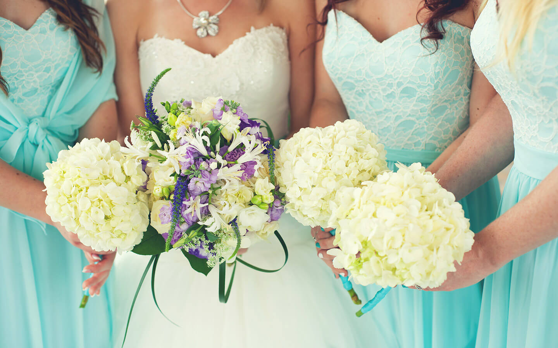 Bride and Bridemaids at a Kansas Wedding Venue